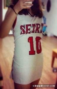 男朋友的籃球衣真的太棒了