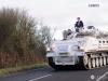 這可不是戰爭片電影劇照!英國軍事迷天天開坦克送兒上學