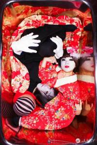 東京超現實攝影 擠在浴缸怪奇系列作品