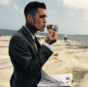 街頭刺青藝術跨足時尚圈,「刺青男模」Jimmy Q親授穿搭技巧