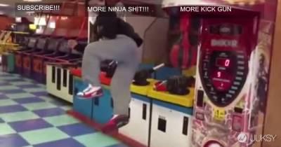 在遊戲場有必要用超華麗迴旋踢嗎?!
