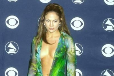 珍妮佛羅培茲(Jennifer Lopez )「臭名昭彰」的叢林風格洋裝在坎城影展被抄襲後 竟證明了她的魅力真得不小 ...