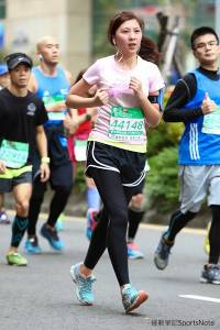 「渾圓飽滿!衣服要炸開了」2014台北富邦馬拉松捕獲超兇正妹太強大了