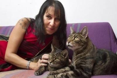 你無法超越的貓奴⋯英國女玩3P 決定和「兩貓」結婚