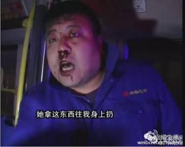 與司機起口角 強國女竟手伸下體將「爆血衛生棉」扔司機
