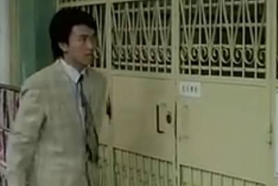 年輕的周星馳~教你忘記帶鑰匙進大樓的方法!!