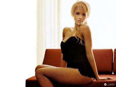 人生勝利組潔西卡艾芭 (Jessica Alba )曾在求學時遭霸凌? 她表示:認為自己「長得漂亮」而被嫉妒對身心沒幫助