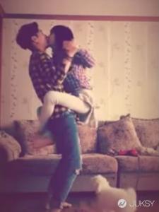 簡直是特技!日韓中學生流行的「翻轉接吻」 魯蛇表示:首先你要有一個女友...