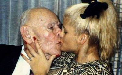 這些照片告訴你女人就是愛錢!真愛什麼都是狗屁!