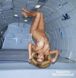 美國波神真的上空了?比基尼女王Kate Upton成功挑戰無重力拍攝 花絮更精彩