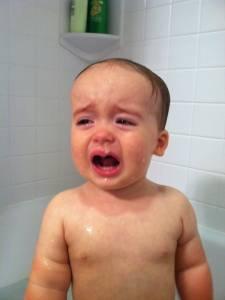 老爸用照片記錄兒子哭哭的荒唐原因