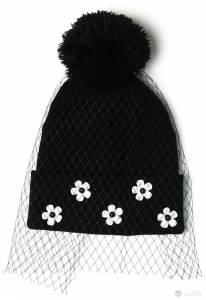 最潮冬日指南-小天后泰勒絲也愛的「網紗毛帽」正夯!