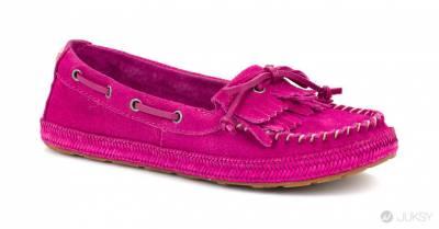 UGG® Australia 喜氣迎新春 紅色系時尚引領羊年一路紅