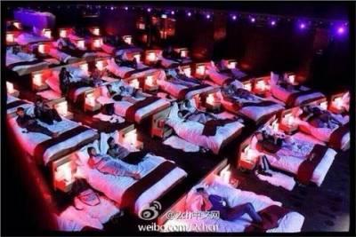 希臘的電影館太棒了 有情人雅「床」