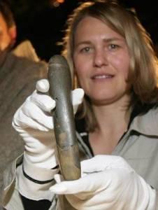 考古學家挖出原始人自慰用小玩具...原來古代女人就這麼色!