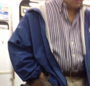 制服妹妹搭電車驚見色狼在她面前露鳥..!沒想到她竟然PO了這段話...