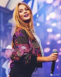 年僅 17 歲的瑞典女歌手 用最勁爆的方式教男人要乖乖戴套!