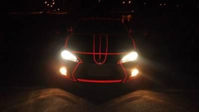 沒想到拿反光膠帶貼在車外,到了晚上這麼嚇人...