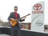Toyota 經銷商以一首「鑰匙在我盒子」洗腦眾人 為了在聖誕節給大家一個驚喜...