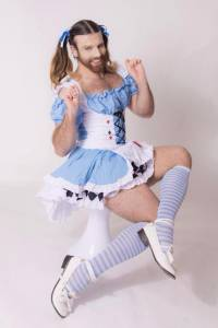 超性感雙馬尾娘穿「裸體圍裙」 DIY 豆餅狂賣萌