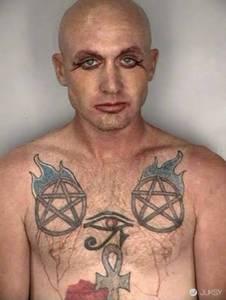 現實生活中這 21 名罪犯身上的駭人刺青 把電影裡的重罪犯瞬間都比了下去