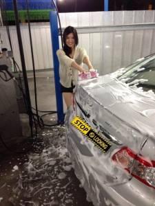 渾圓飽滿超不科學!洗車廠的大奶正妹讓人朝聖!!!