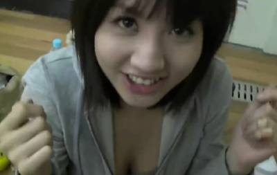 日本妹在教室竟玩如此淫亂遊戲!脫衣揉胸搓奶讓人看傻眼了...