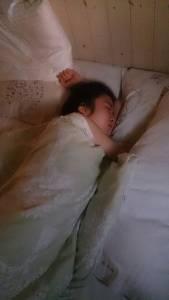 女友小隻馬膝蓋功力超了得 半夜被頂「子孫袋」險些漏了!