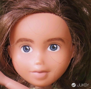 以性感美艷著稱的布拉茨娃娃 看完卸妝後只想問:「你是哪位?」