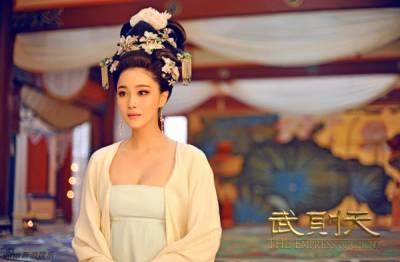 後宮劇中十大可恨可悲可憐「美豔」皇后!翁虹的皇后扮相真的太美了!