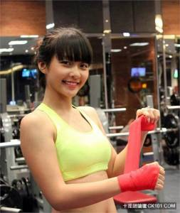 這麼可愛的女生怎麼可能會打拳擊