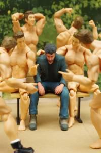 不管擺在哪裡或怎麼擺都超合適?基努李維哀傷模型遭網友瘋狂惡搞
