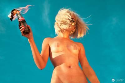 解放咪咪頭! 英國女攝影師拍攝100名裸女計畫!