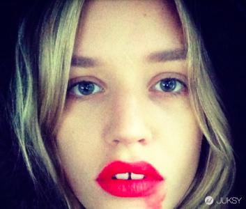 Instagram 最近掀起的「抹口紅」自拍風潮 背後有其實有每個女人都該注意的重大的訊息..