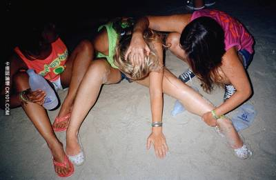 縱慾者的天堂!泰國海灘「狂歡PARTY」上遍佈失落的靈魂...上遍佈失落的靈魂...