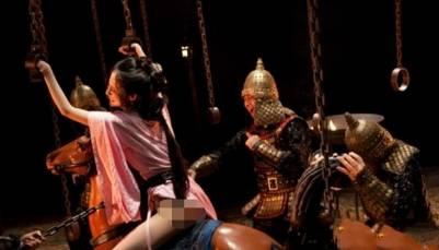 古代美女行刑前 竟被用可怕的「騎木驢」奪走處女身...