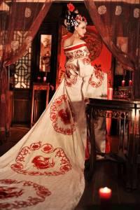 美女扮「武則天」竟比「范冰冰」還美!!但她的素顏照令人崩潰…