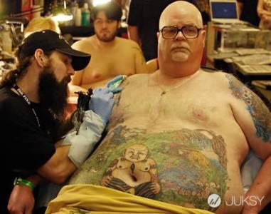 物盡其用 善用肚臍讓刺青更有趣?