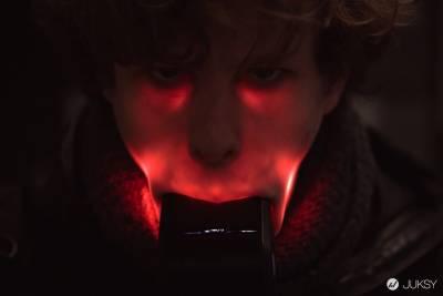 把閃光燈塞進嘴裡 拍的照片絕對會讓你大吃一驚!