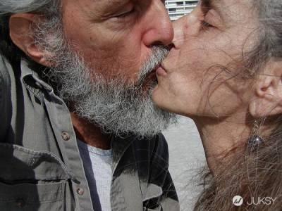 究竟為什麼相愛的人會「接吻」呢?揭密這 13 個關於接吻的學問!
