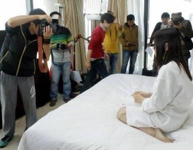 日本謎片拍攝現場直擊!竟然這麼害羞...