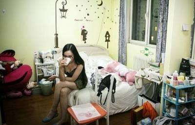 性感車模脫下衣服後在房間的私生活...想不到她私底下做了這些!