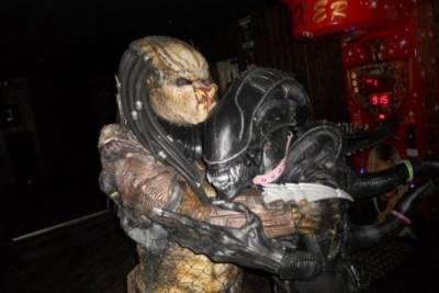 終極戰士與異形竟然是情侶?