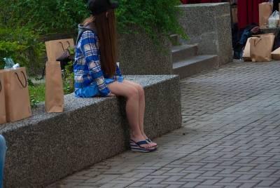 鄉民逢甲團圖書館偶遇長髮正妹 網友:第二張被發現了....