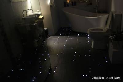 好美!廁所竟也能像星空般美麗 !這個夢幻又簡單的DIY誰都做得到!!