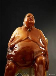 裸體淋上大量蜂蜜 美國攝影師拍出你的甜心