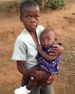 非洲孩子第一眼看到白人的反應...太爆笑了!