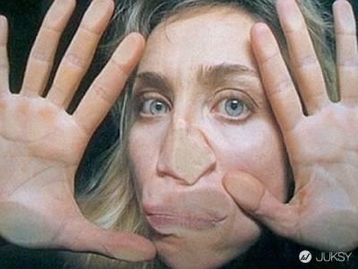 我就愛貼著玻璃扮鬼臉