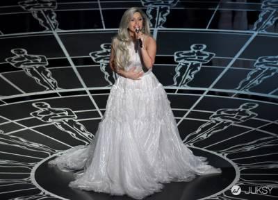 Lady Gaga 車內豪放換衣 直接上空「大走光」!