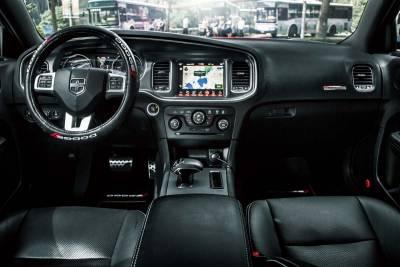 不怒自威 Dodge Charger SXT Plus